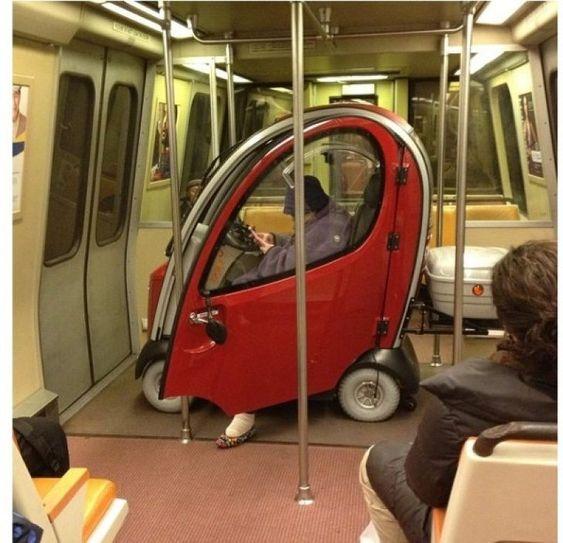 30 Απίστευτα σκηνικά από το μετρό που θα πεθάνεις στα γέλια (Μέρος 3ο)