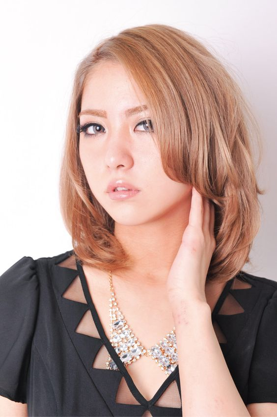 クールな茶髪のかわいい石川恋