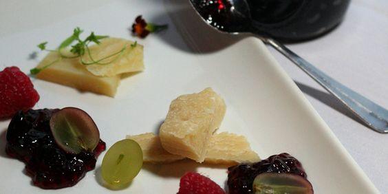 Jalapeño Grape Jelly (Jalea de Uvas y Jalapeño)