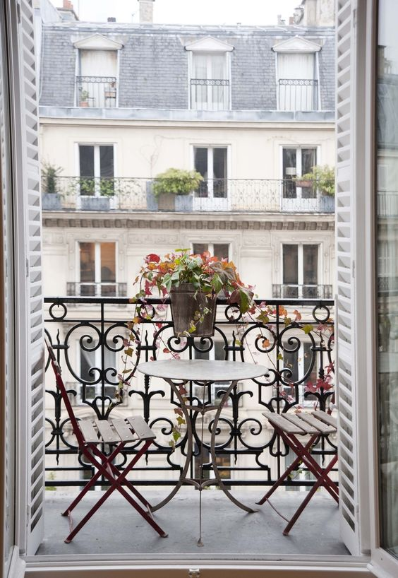 This struck my fancy because it'd be a dream to wake up and have breakfast at this table overlooking Paris.