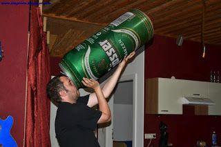 la lata de cerveza más grande del mundo - imagenes graciosas y divertidas