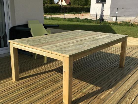 table de jardin en lame de terrasse