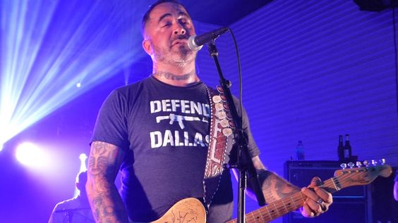 Aaron Lewis performing Live!