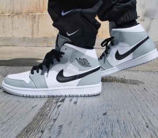 Air Jordan 1 Mid White Outfit