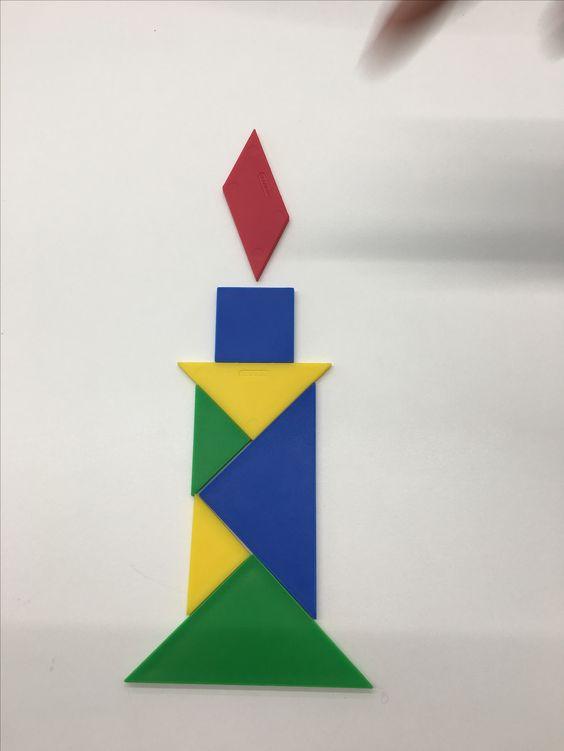 Aquí mostramos una vela, una vela que está construida por figuras geométricas, propias de un aula de educación infantil. Tales como cuadrados, triángulos, rombos, etc. Estas figuras tienen una gran importancia, ya que, es fundamental que los más pequeños las conozcan.