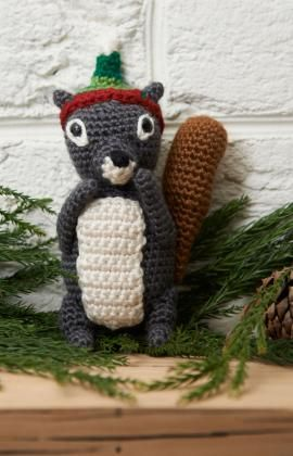 Squirrel Ornament.  ☀CQ #crochet #amigurumi #christmas