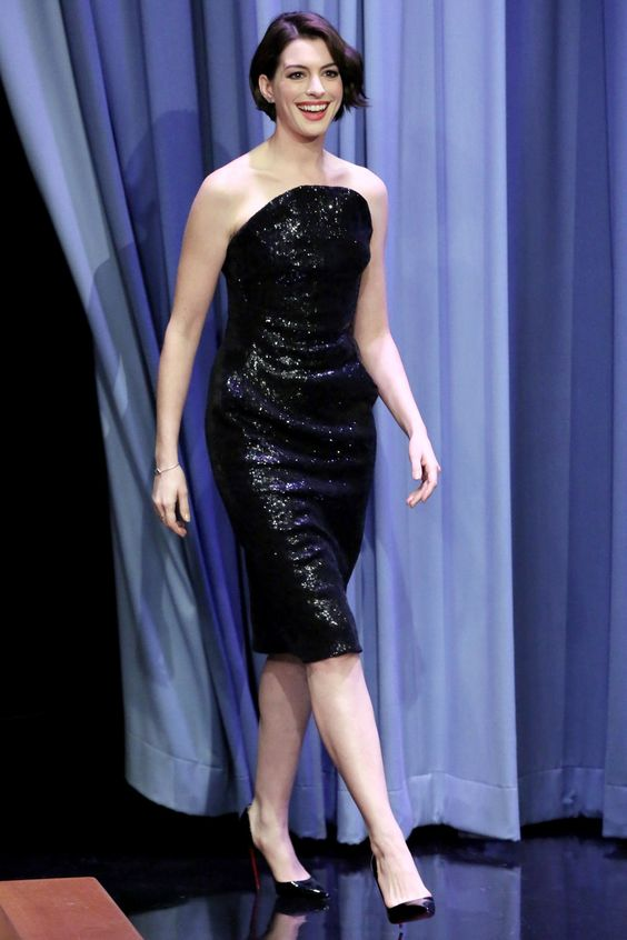 Anne Hathaway - The Tonight Show Starring Jimmy Fallon, New York - November 3 2014: