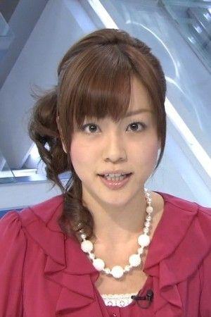 本田朋子赤いフリル付きトップスでアップ画像