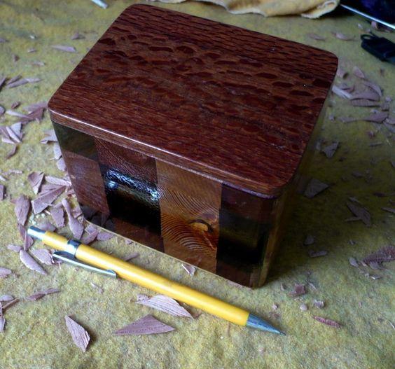 Porta jóias feito com vários retalhos de madeira (tampa louro faia)  Jewelry boxes made with various wood flaps (blonde beech cover)