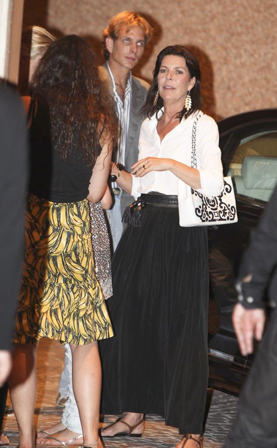 Caroline with Andrea and Tatiana in St.Tropez... I love Caroline's style, comfortable, but classy..