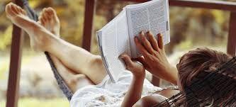 Resultado de imagen para mujer leyendo