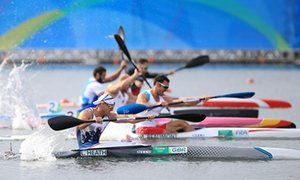 Great Britain's Liam Heath (front) powers his way to gold.