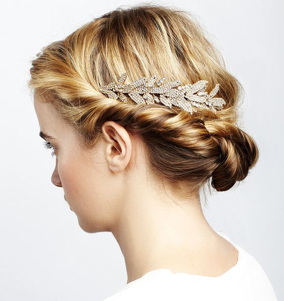 How To Properly Select Bridal Hair Accessories