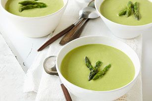 Vous devez à tout prix essayer cette soupe simple, mais élégante! Le fromage à la crème lui donne une texture lisse et crémeuse. Dégustez-la seule ou accompagnée de petits pains de blé entier et d'une salade verte.