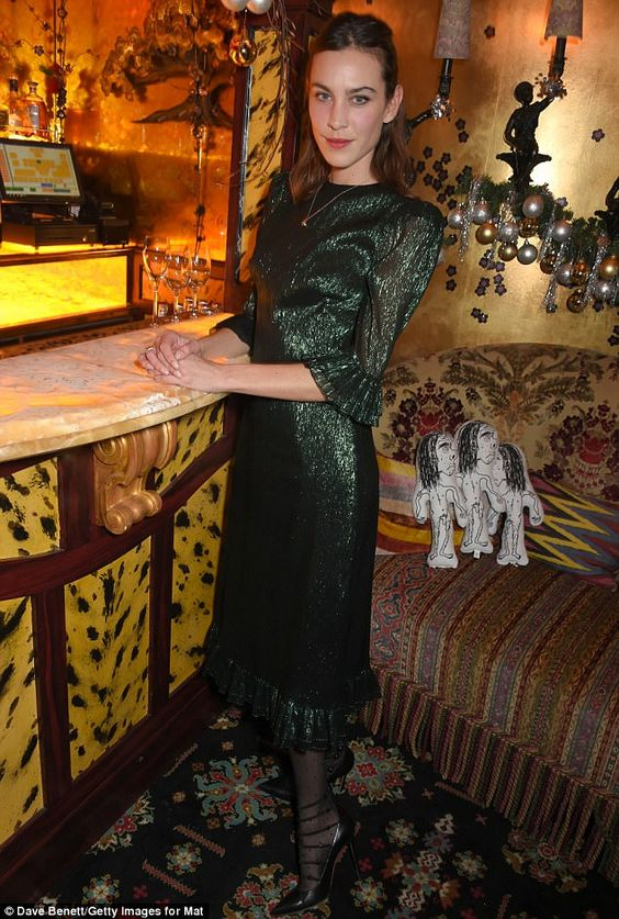 Making her guests green with envy: Alexa Chung looked typically fashion-forward in an emer...