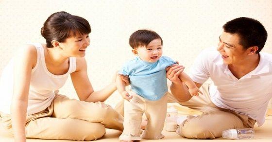 Dạy bé tập đi – cột mốc quan trọng trong đời mỗi trẻ