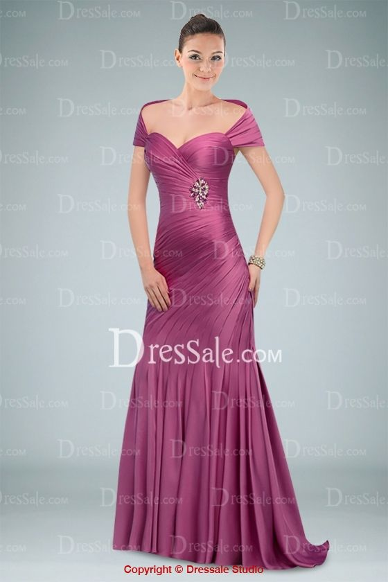 Stirring Sweetheart Neckline Short Sleeve Evening Dress with Graceful Pleats and Brooch