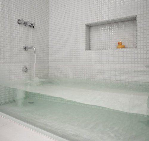 blazepress:  Clear bathtub.