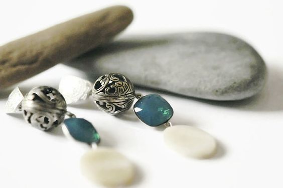 Silver earrings Oriental earrings Filigree pendant by UneDemiLune