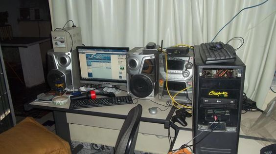 Sala de Rádio? - https://www.facebook.com/photo.php?fbid=336932159754203=a.130870833693671.25721.100003122668011=1_count=1=nf - 528961_336932159754203_349155190_n.jpg (960×539)