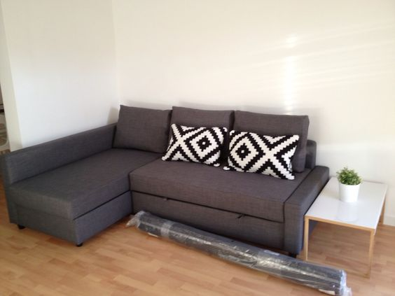 Calle provenza. work in progress. sofa cama friheten de ikea. mesa ...