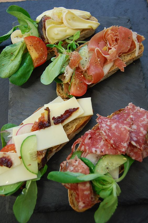 Tartines - Camembert, Jambon de Bayonne, Gruyère ou Rosette de Lyon. Restez à table, Kiel