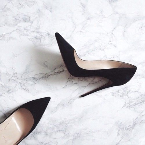 Black stilettos heels. classic size 8. can never have enough..: