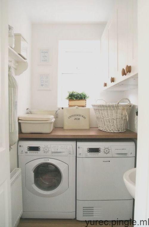Une Petite Buanderie Fonctionnelle Avec Des Rangements Small Laundry Small Laundry Room Makeover Laundry Room