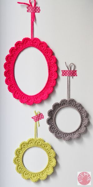 Crochet over a picture frame.... I loves this!!: