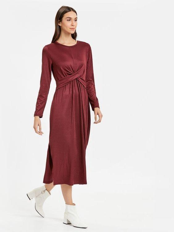 Lcw Bayan Elbise Modelleri Bordo Uzun Katlamali Detayli Uzun Kol Sade Elbise Beyaz Topuklu Bot Elbise Elbise Modelleri Moda Stilleri