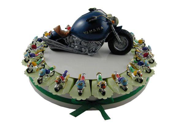 Torta bomboniera 22 moto da corsa con confetti a scelta inclusi nel prezzo.