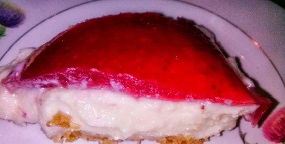 Tarta de Yoghourt y Leche Condensada con Cobertura de Fresas