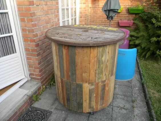Bar ext rieur en bois de touret deco palettes bois for Fabriquer un cendrier exterieur
