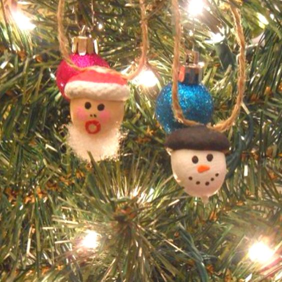 Acorn crafts - Christmas tree ornaments made from acorns ...