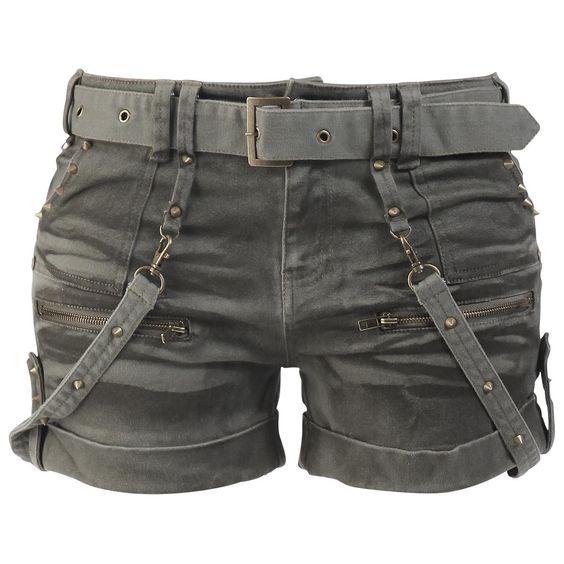 Das gibt's NUR bei uns: Egal ob im Sommer oder im Winter mit Leggings: Die Studded Hot Pants von Black Premium by EMP machen sich immer verdammt gut. Besonders die Nieten rocken. Die abnehmbaren Bänder, die zwei Front- und Backtaschen sowie die zwei Ziertaschen mit Reißverschluss machen die Hot Pants perfekt. Rock on!