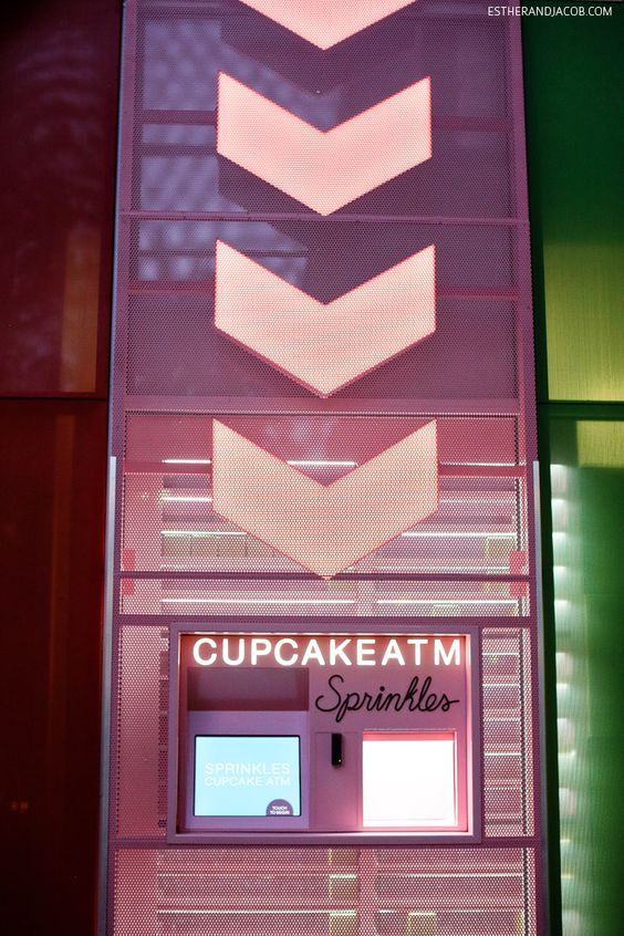 24 hour Sprinkles Cupcake ATM in Vegas - a great midnight snack on the Las Vegas Strip // localadventurer.com