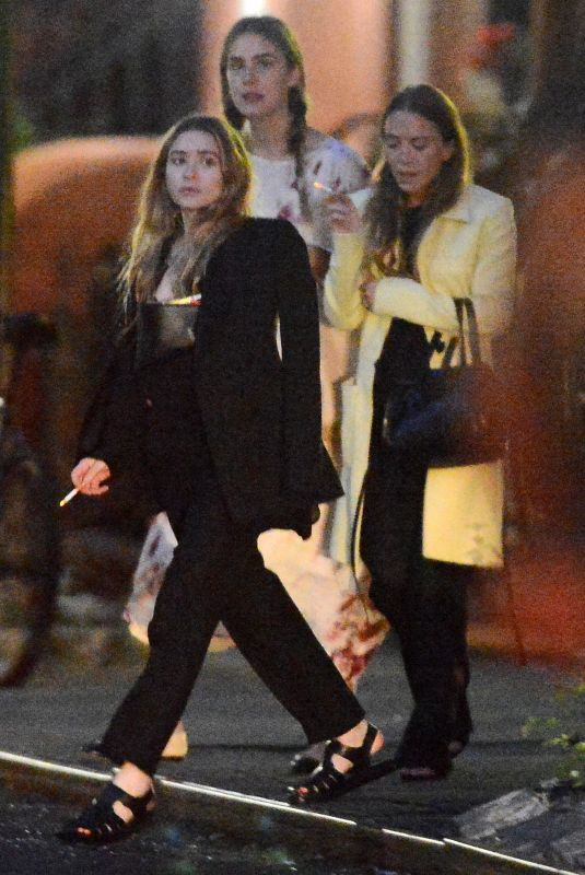 Mary Kate And Ashley Olsen Night Out In New York 06 06 2019 Mary Kate And Ashley Olsen Night Out I Olsen Twins Style Ashley Olsen Style Mary Kate Olsen Style
