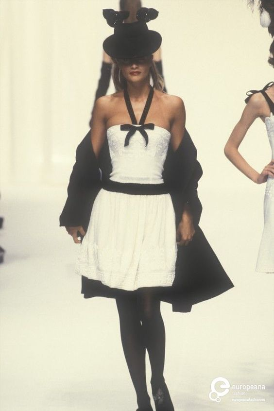 Helena Christensen - Chanel, Autumn-Winter 1994, Couture