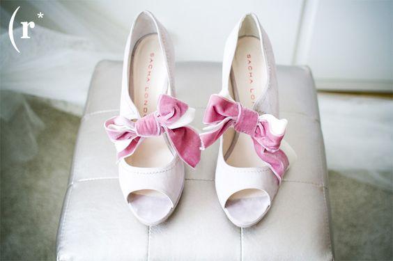 www.risingphoto.com // fotografia de casamentos // sapatos noivas