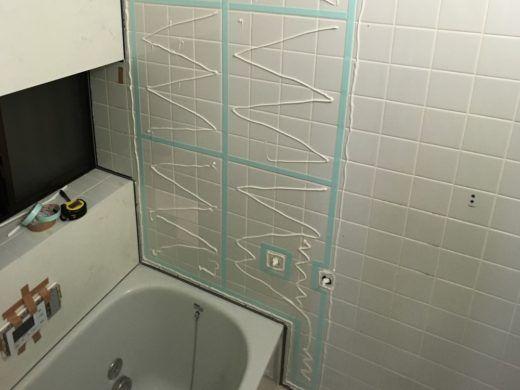 浴室タイル壁にバスパネル アルパレージ をdiyで貼り付け施工する方法 金のなる木で大家生活 2020 浴室 タイル 浴室 Diy 施工