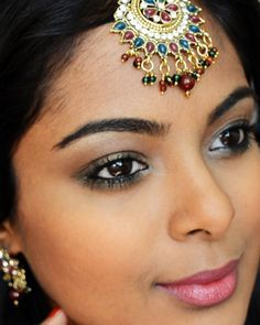 Bold and sultry makeup ideas for Navratri: https://zuri.in/2016/10/01/navratri/