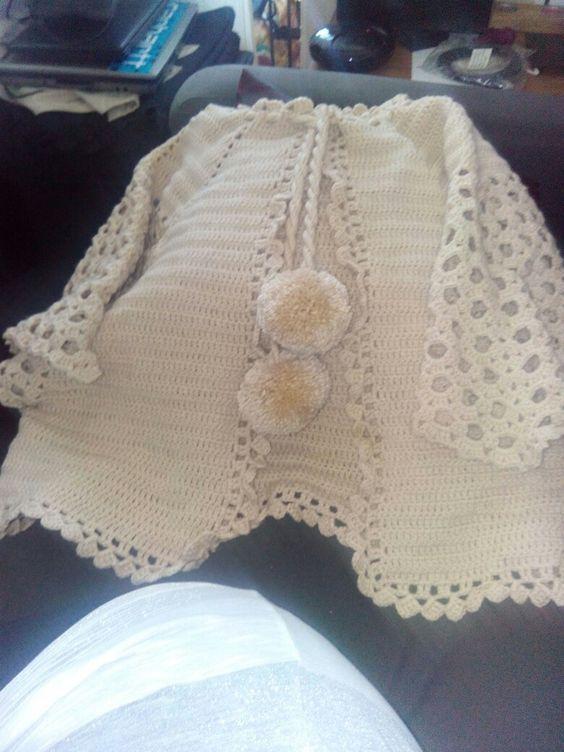 Casaco em crochet, quentinho e prático.