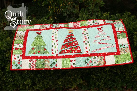 PDF Quilt Pattern/ Christmas/ Modern/ Easy Table by QuiltStory