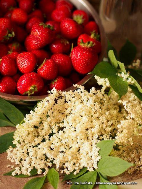 Truskawki I Kwiaty Czarnego Bzu Na Nalewke In 2020 Food Strawberry Fruit