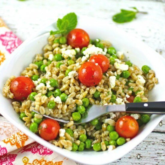 Farro and Pea Salad with Lemon-Mint Vinaigrette is like a bowl of spring! Fresh and filling, this salad is perfect as a main dish, or side.