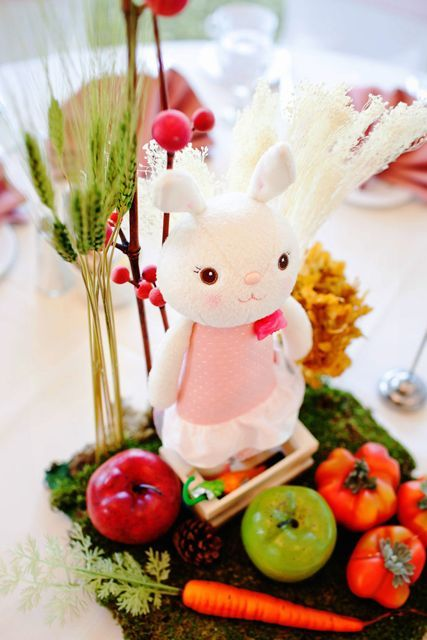 Love the bunny centerpieces used in this dol party.