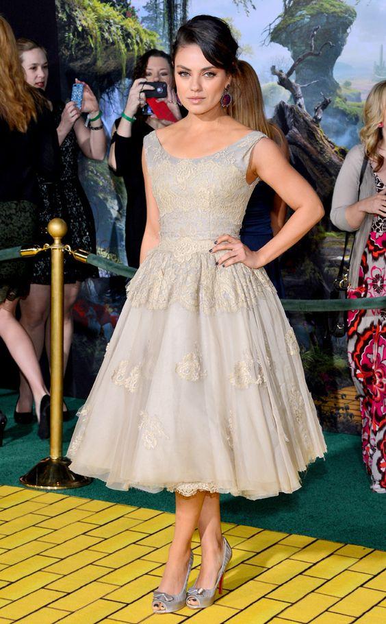 Mila Kunis, Dolce & Gabbana. Para más de moda y tendencias vidita el blog que además te asesora con tu imagen www.tuguiafashion.com