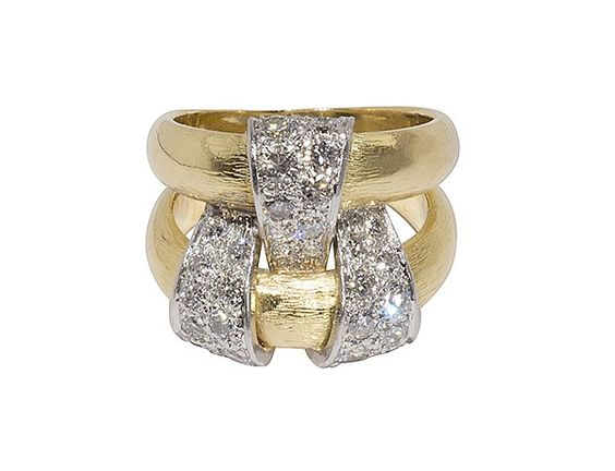 Tiffany & Co. Schlumberger retro ring with ne carat of diamonds set in an overlap of platinum ribbon woven through two 18K yellow gold tapered bands. Delicious.