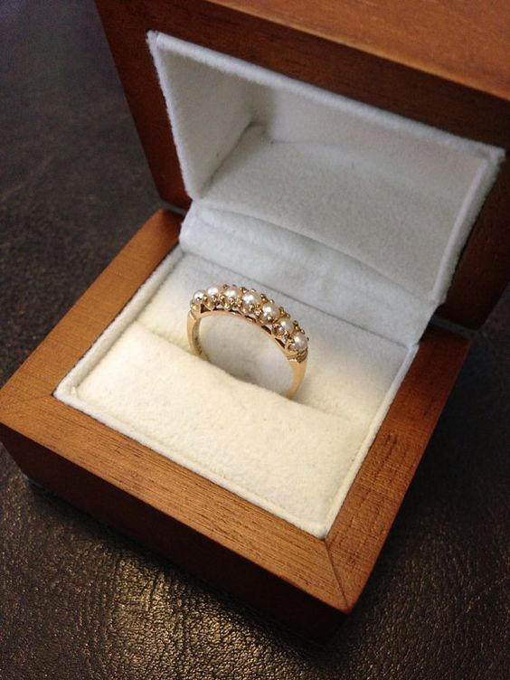 Vintage 10ky Pearl Band $90.00