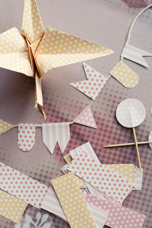 Adorable free printable patterned paper!  Scroll to the bottom of the post and click on one of the 10 colored circles to download the pdf of the color scheme you want.